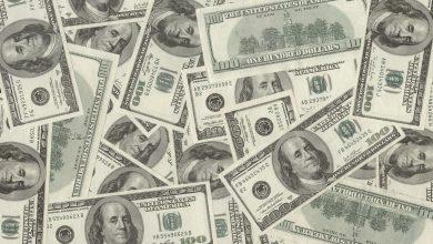 Foto de Dólar fecha abaixo de R$ 5 pela primeira vez em mais de um ano